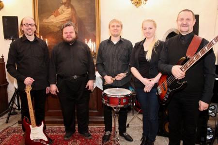 Katedraali ansambel koosseisus Tommi Nikki, Ahti Bachblum, Karvin Lillepea, Kristiina Lillepea ja Raul Arras.