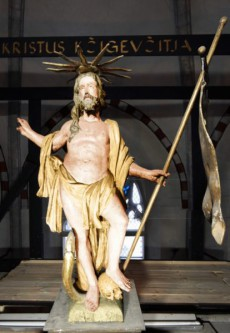 Värviuuringutele põhinev Kristuse skulptuuri värvirekonstruktsioon. Autor: Kristjan Müil