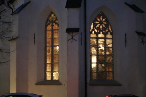 Vaatamata kõledale sügistuulele, astuks igaüks sisse kutsuvast kiriku uksest
